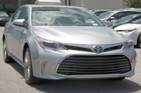 New 2018 Toyota Avalon Limited With Navigation