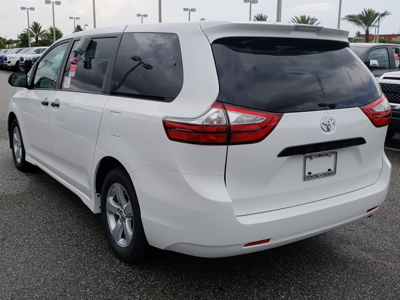 Toyota Sienna 2010-2018 Owners Manual: Operating the audio system